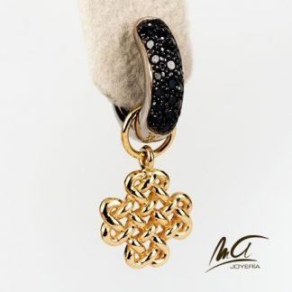 Earrings in gold with diamonds and perennial knot
