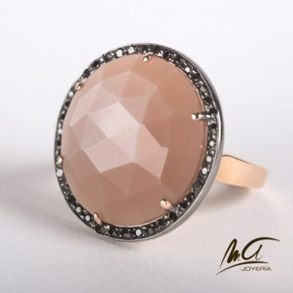Anillo ro rosa, piedra luna y diamantes